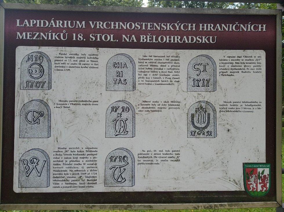 Ostudy Lázní Bělohrad, špinavé tabule v záměckém parku.