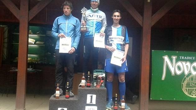 Na nejvyšším stupni vítězů novopacký běžec František Vagenknecht.