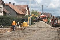 Oprava silnice v Butovsi.