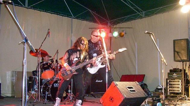 Z koncertu skupiny Hogo v bělohradské Bažantnici.