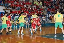 TOMÁŠ ZEMAN (v červeném), se v sobotním pohárovém utkání dokázal čtyřikrát prosadit a skórovat.