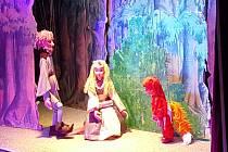 Z představení pohádky loutkového divadla Srdíčko Kašpárek sluhou čaroděje.