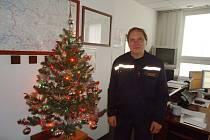 Vánoční výzdoby, včetně stromku, se na jičínské hasičské stanici dočkalo dokonce i operační středisko.