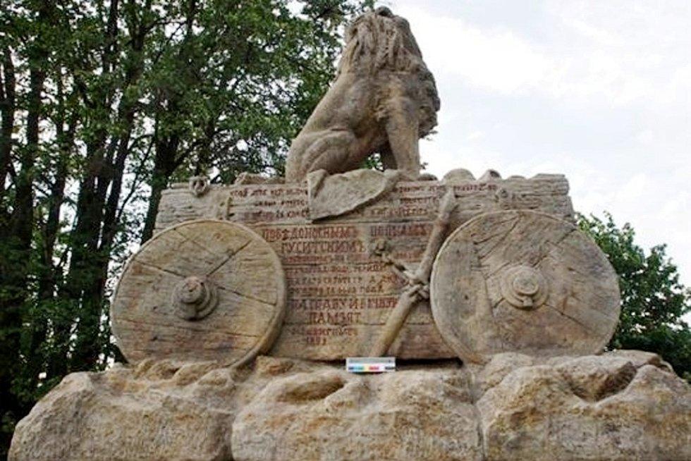 Pomník husitské bitvy na Chvalině (Mohejlík) je zrestaurovaný.