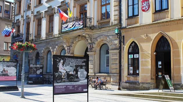 Do konce července je v centru města k vidění soubor dvou dánských expozic