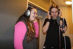 Studenti na exkurzi v rádiu.