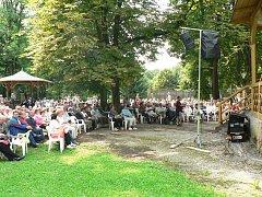 Hudební pořady v bělohradské Bažantnici jsou velmi oblíbené.