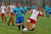 Derby v Milíčevsi vyhrálo Kopidlno 3:0. Vpředu (v bílém) Krulich, Hnát a Machačný.