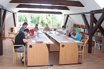 Knihovna Brada - Rybníček pořádala výtvarnou dílnu pro děti v rámci dne dětí v knihovně.