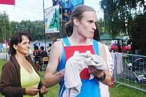 Ze 36. ročníku Běhu lužanskými hvozdy - vítěz Vít Pavlišta byl v cíli spokojený.
