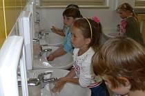 Děti z Mateřské školy ve Školní ulici v Nové Pace byly rovněž informovány o nebezpečí nakažení žloutenkou.