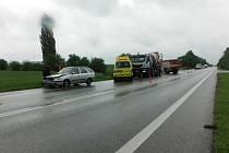 Bouračka zastavila dopravu u Třebnouševsi.