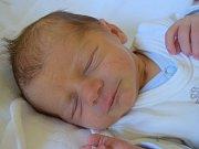 Eliáš Volenec se narodil 12. listopadu s mírou 46 cm a váhou 2,64 kg. Z miminka se radují rodiče Kateřina Volencová a Richard Vágner a také bráška Matyáš.