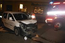 Střet osobního automobilu s nákladním v Hořicích.