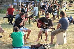 I letos se nedaleko Libáně uskutečnil legendární Kozí mejdan - festival bez programu pro všechny svobodomyslné lidi, které baví žít a rádi přiloží ruku k dílu.