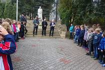 Oslavy u sochy T.G. Masaryka v Nové Pace.