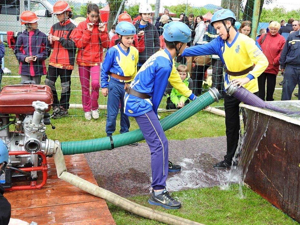 Mladí valdičtí hasici.
