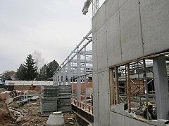 Výstavba novopackého bazénu.
