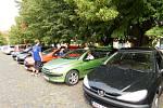 Peugeoty na Lidickém náměstí v Jičíně.