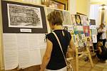 Foyer Masarykova divadla zaplnila díla žáků výtvarného oboru.