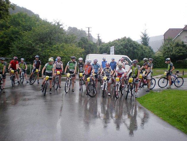 V DEŠTIVÉ STŘEDĚ se jel šestý závod  horských kol seriálu Merida Tour, na start se postavilo více než dvacet bikerů, kteří museli v nepříznivém počasí zdolávat náročné úseky.