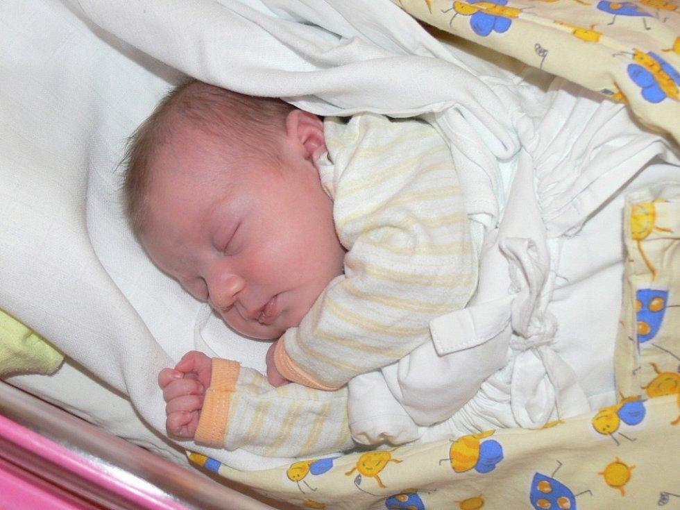 MARUŠKA ONDRÁČKOVÁ poprvé spatřila jako první děcko  své rodiče Kláru Hrabětovou a Jana Ondráčka z Jičína 12. prosince, vážila 3,6 kg a měřila 50 cm.