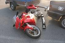 Motocyklista byl sražen osobním automobilem