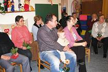 Ze setkání seniorů v Ostružně spojeného s vítáním nového občánka.