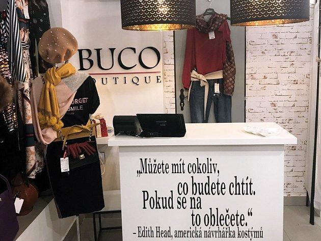Buco Boutique na Valdštejnově náměstí vJičíně láká na příjemné svetry, kožené kabelky…