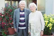 Manželé Jaroslav a Marie Deršákovi (oba 91 let) na návštěvě v Černíně  24. září 2011.