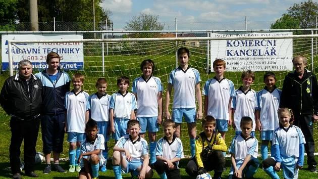 Mladí železničtí fotbalisté.