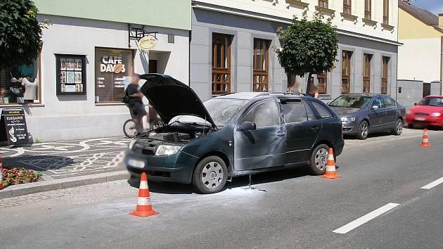 V Lázních Bělohradu hořela Škoda Fabia combi.