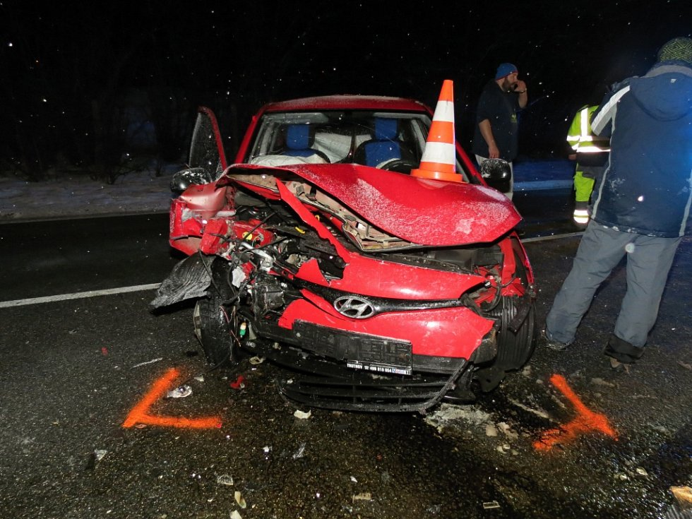 Střet dvou osobních aut u Konecchlumí.