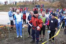 Ze zahájení 63. ročníku Mikulášského běhu na Bradech.