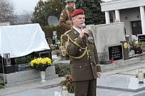 Uctění památky generála Jana Kratochvíla v Červeném Kostelci.