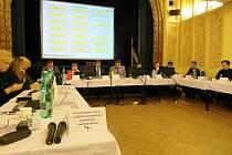 Z veřejného zasedání hořických zastupitelů.