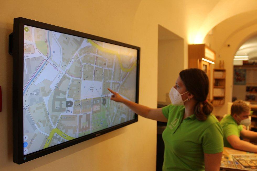 Součástí nového vybavení je také velká dotyková obrazovka, na které vám tým Íčka ukáže cestu, kam budete chtít.