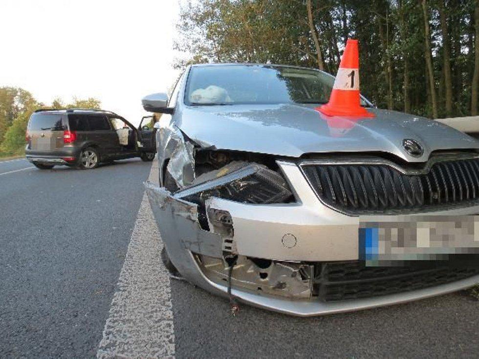 Srážka čtyř vozidel u Sobotky.