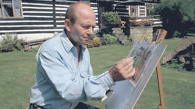 Malíř Jiří Qido Valter na svém nejoblíbenějším místě, u chalupy v Bukvici u Jičína.