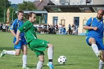 Mužstvo Valdic předvedlo v duelu s celkem Lázní Bělohradu kvalitní výkon. Na snímku u míče ještě v duelu okresního přeboru s Lužany střelec druhé branky v předkole poháru KFS Ondřej Pitthard.