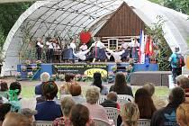 Bělohradský folklorní festival písní a tanců Pod Zvičinou.
