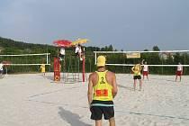 Plážový volejbal na úrovni se hraje ve Dřevěnici.