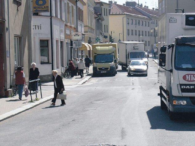 Novopacká Komenského ulice.