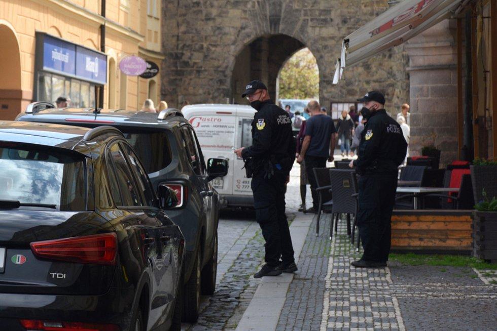 Na správné parkování dohlíží Městská policie.