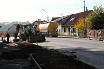 Výstavba přechodu pro chodce u železnické školy.