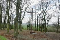 Kříž mezi Židovicemi a Běchary.