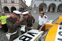Sraz majitelů aut značky Lada, jičínské náměstí.