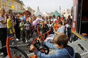 Návštěvníci festivalu vyšlapali u nadace ČEZ více než 100 tisíc korun, které nadace rozdělí Nadačnímu fondu JMP a sdružení Život bez bariér.