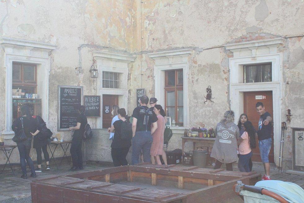 Kavárna Loggie láká turisty z celého okolí.