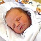 NICOLAS ALEXANDER ŠOLC se usmívá na svoje rodiče Annu Šolc Bartoňovou a Martina Šolce od 1. ledna, kdy se narodil s porodní mírou 48 cm a váhou 3,00 kg. Šťastná rodina bydlí v Čejeticích.